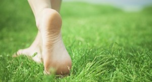 Feet-on-grass-650x350